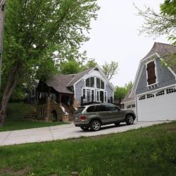 2nd Avenue 625 garage