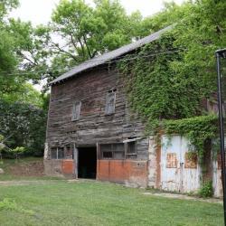 Maple St 152 barn a